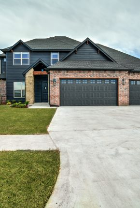 Beautiful Front Shot of 10820 Blue River Dr.